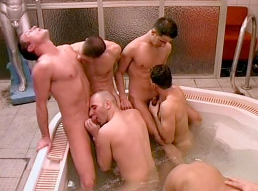 Порно ганг банг в сауне
