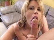Une blonde pulpeuse baisée par un maigrelet