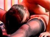 2 lesbiennes fétichistes des pieds baisent