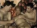 Une asiatique mature se tape 2 mecs
