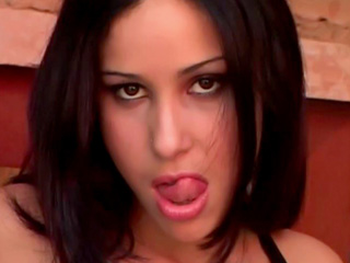 Video porno Bombe latine et punk nain déchainé