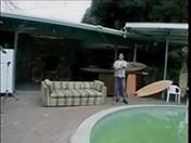 Plutôt que faire l'entretien de la piscine vérifie donc ma chatte !!!