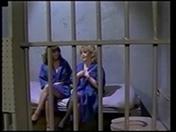 2 vieilles voleuses se retrouvent dans une cellule de prison