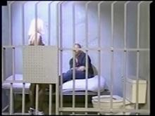 Quand on est en manque, une vieille pute de prison ca fait l'affaire