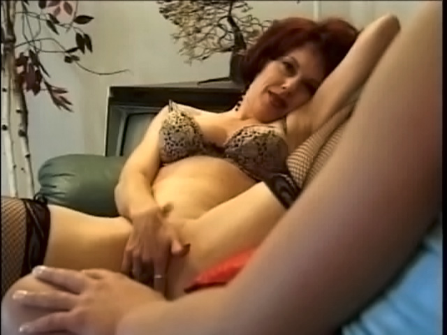 Dolly Golden follando a una vieja zorra