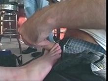 Une sans abri baisée pour ses pieds