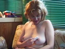 Masturbation dans le camping car et grosse baise d'un soir