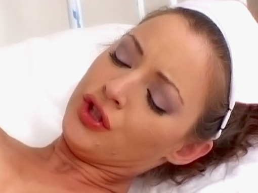 Une infirmière se déchaine sur un vibro bleu