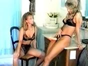 Duo de blonde pour baise lesbienne