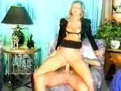Un chanceux se tape une belle garce de blonde