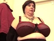 La dame de ménage pète un plomb