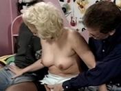 Téléchargement de Trio d'amateurs d'urine et baise coquine