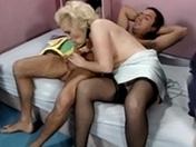 Trio dÂ'amateurs dÂ'urine et baise coquine