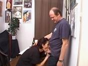Il initie sa copine aux joies du fist fucking