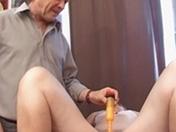 A cinquant'anni, decide di farsi fistare la figa.
