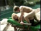 Il baise la mère dÂ'un pote devant une cascade