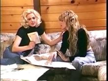Dos lesbianas en la nieve y un yeti perverso