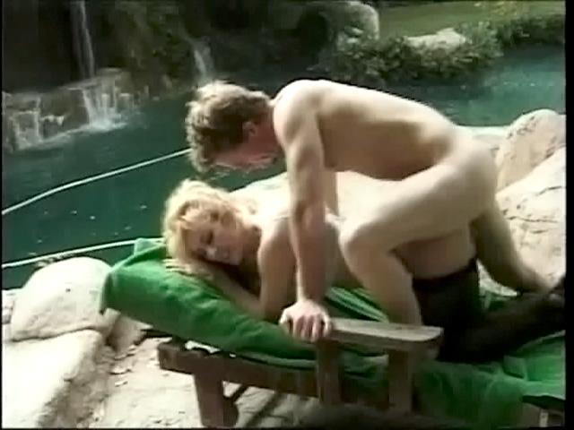 Жми смотреть русский секс с молодой брюнеткой.