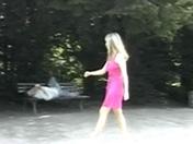 Telecharger video xxx : Une belle blonde accostée par deux inconnus