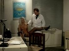 Un rendez vous chez le gynéco qui tourne au porno