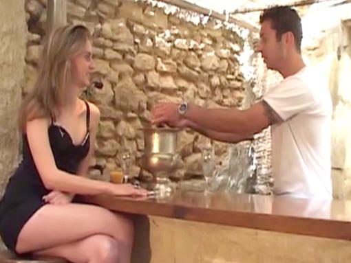 Vient au bar je te montrerais mon braquemart