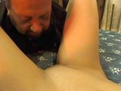Bombe blonde et papa de petite taille pour baise effrénée