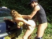 Une amatrice baisée sur une aire dÂ'autoroute