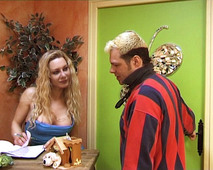 Il se tape une salope blonde française !