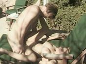Un couple s'éclate au soleil et se défonce la rondelle