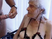 sexe Mon arrière grand-mère se tape un petit jeune
