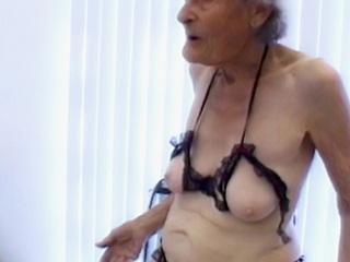 Mon arrière grand-mère se tape un petit jeune