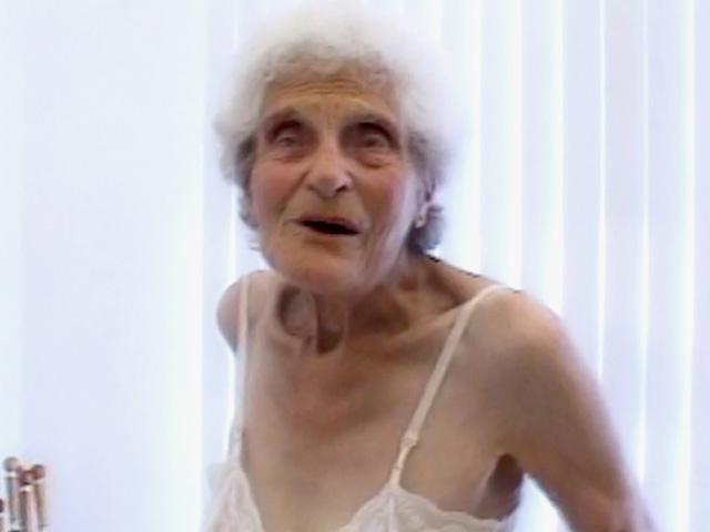 La mia bis nonna si fa un giovane ragazzo