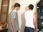 Quand on espionne deux potes dans une chambre, ca peut surprendre
