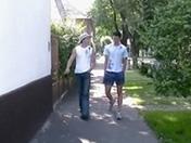 Un jeune gay montre à son ami les joies de la sodomie