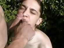 Balade champêtre pour un jeune couple gay