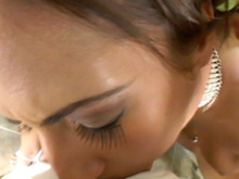 Brune à collier et bonne baise assurée