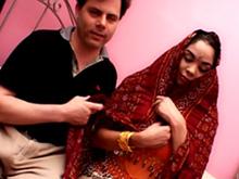 Une indienne à peine débarquée se fait limer par un bourrin