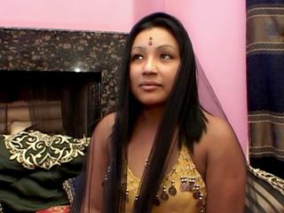 Una india un poco reconcha follada en su cama