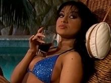 Latine en bikini pour trio en sodomie