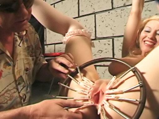 Séance de torture en sous-sol