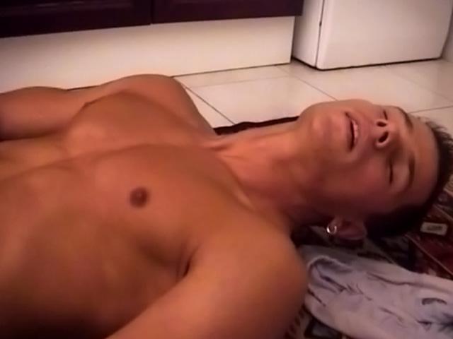 Quando faccio la cucina amo masturbarmi e vedere il mio compagno guardarmi