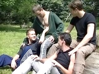 Partouze campagnarde pour jeunes gay délurés