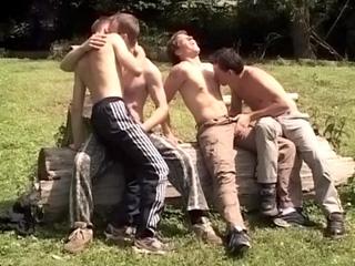 Partouze campagnarde pour jeunes gay d�lur�s