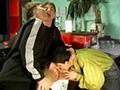 3 j�venes gay se follan en un bar