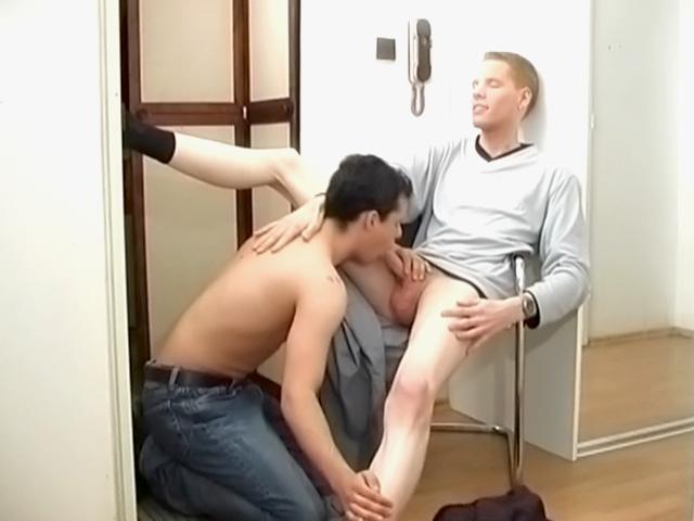 Siediti sulle mie ginocchia che ti faccio sentire il mio cazzo
