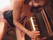 Devant le piano : la mélodie du bonheur !
