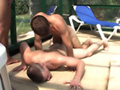 V�deos franceses: tres jovencitos gay follando al borde de la piscina