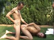 Partouze Gay dans le jardin