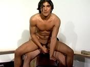 Un entraineur gay encule son jeune disciple