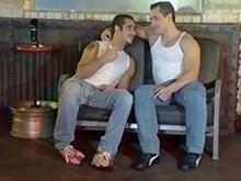 Un bar gay plutôt accueillant pour une bonne baise